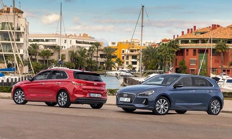 Nuevo Hyundai i30 azul y rojo