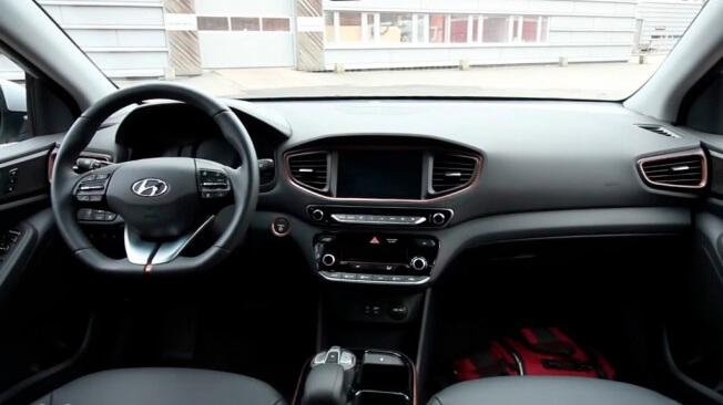 Hyundai Ioniq electrico interior