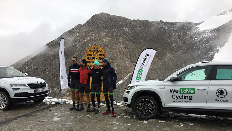 Skoda Karoq aventura ciclista en el Himalaya