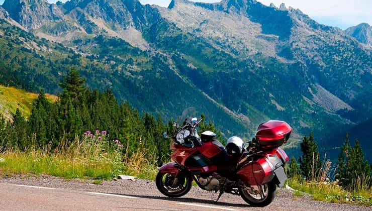 Consejos para viajar en moto en verano