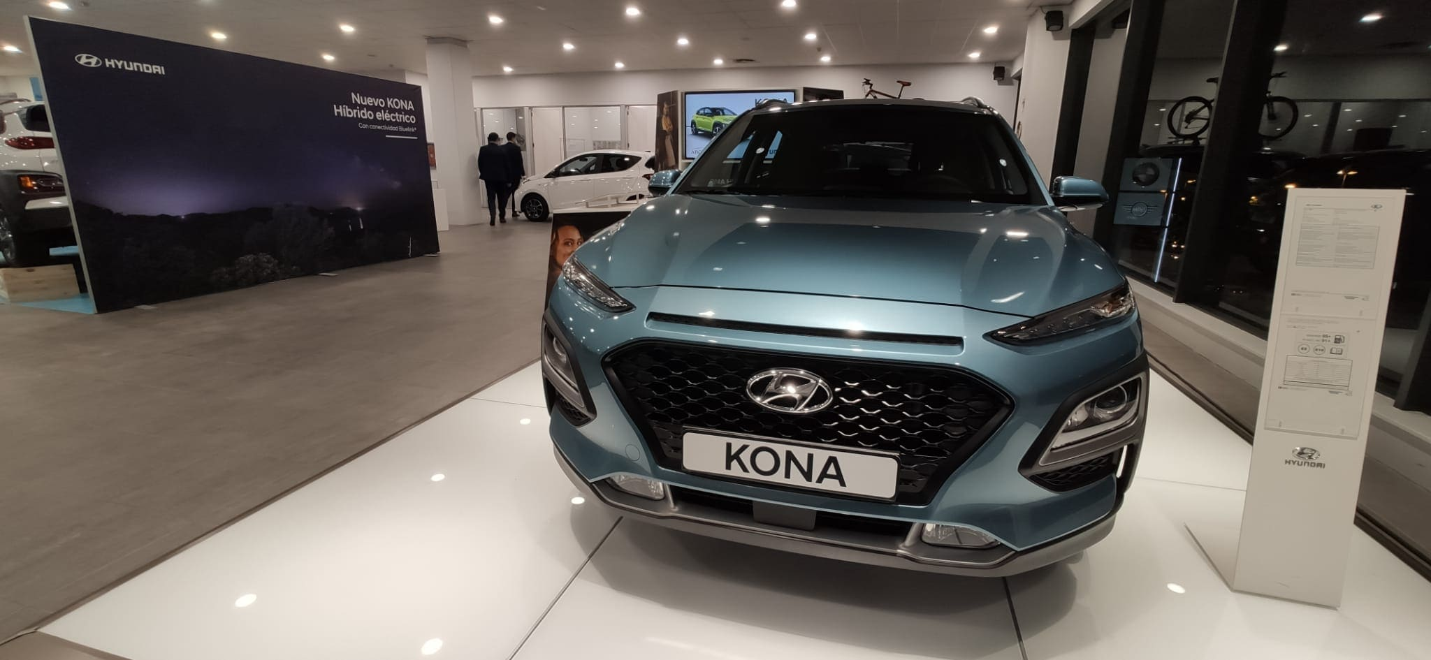 Presentacion_Hyundai_Kona_Hibrido_turquesa