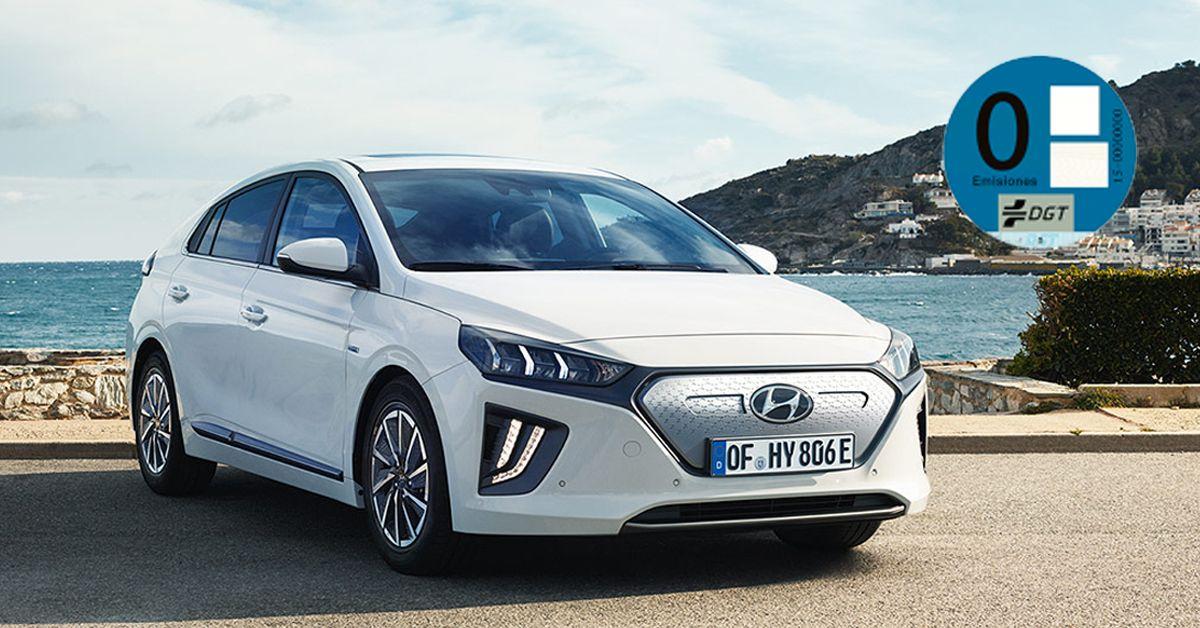 Hyundai Ioniq con pegatina 0 de la DGT